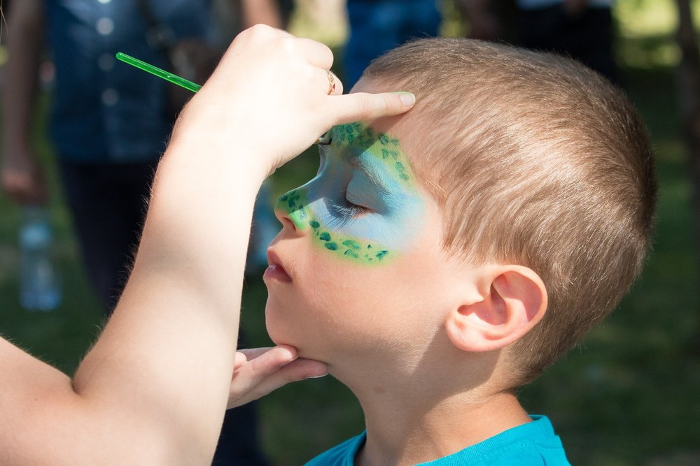 face-painting-2436885_1920.jpg