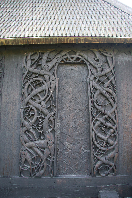 Urnes Stavkirke 3 Nordportalen.jpg