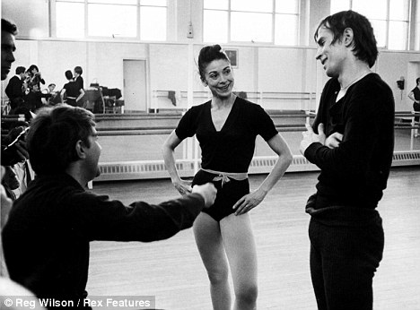 Kennth MacMillan in rehearsal with Margot Fonteyn and Rudolph Nureyev