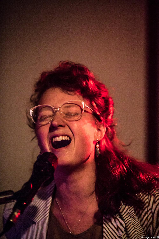 Sanne Huijbregts - Vocals, Glockenspiel, Live Electronics