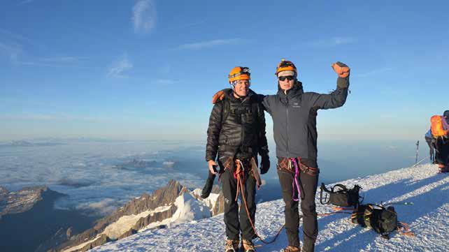 Kjell Fjeldheim, styreleder i Aalgaard Bygg, og sønnen på toppen av Mont Blanc i september i år.