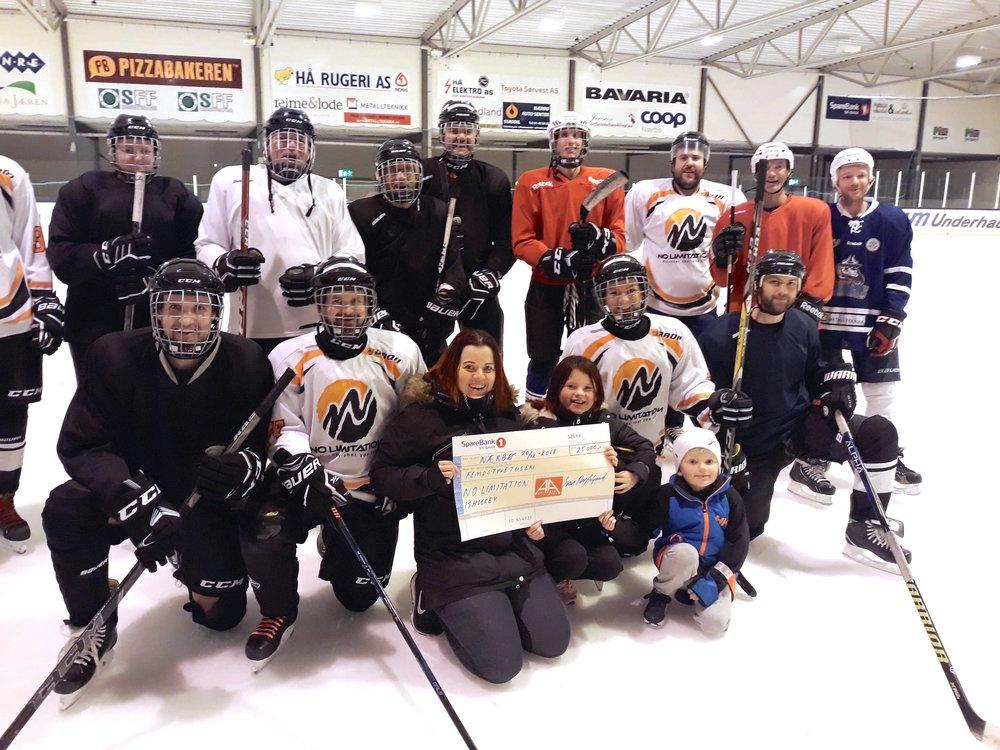 Aalgaard Byggs Idrettsstipend gikk til No Limitations ishockeylag, til drakter og turneringsspill.