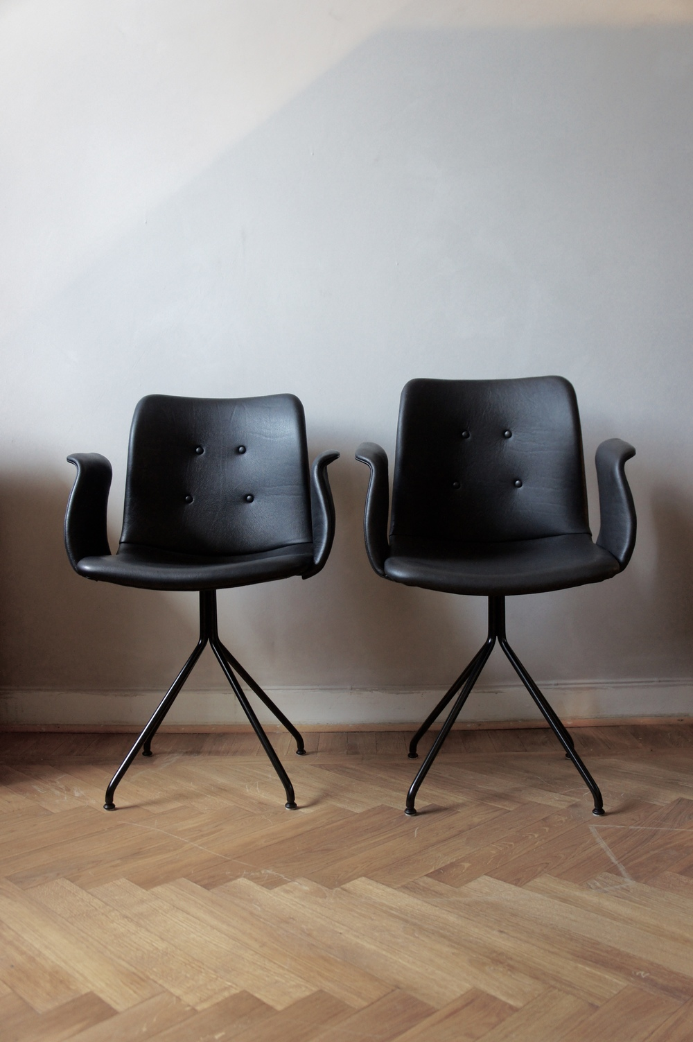 New in from Bent Hansen's Primum Chair. It is both dining and office chair. Find  HERE