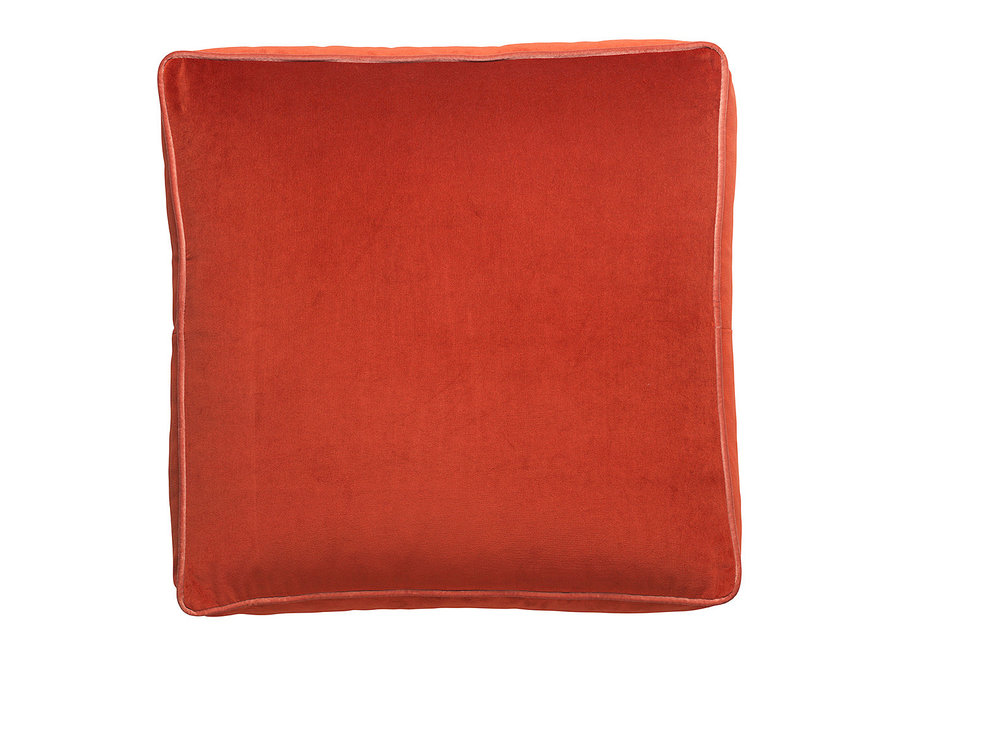This big floor cushion is nice to have in the living room, in the children's room or in front of a big mirror.