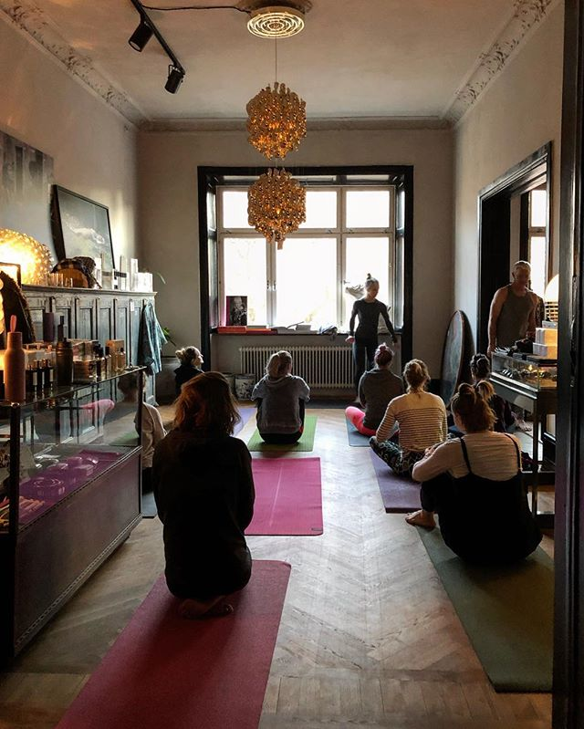 Hello and god morning. Today is the last day of the wonderful Ashtanga Mysore yoga workshop with @lottasebzdayoga and @andrewsebzda.  Still some spots left. Come by for a drop in 400 SEK and inhale and exhale with us. Class starts at 09.00 am, then a paus and we continue. End time around 2 pm.  Drottninggatan 15, first floor, Helsingborg.