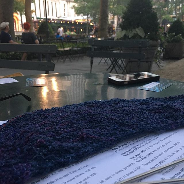 Bryant park is becoming home base for a lot of #knitting  #dottedrays @juneprycefiber @mollygirlyarn #ravelry #knittersofinstagram #knittersofnewyork #meetup #eweknitinmidtown