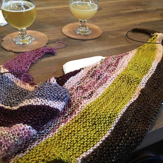#onthespicemarket #shawlknitting with @backyardfiberworks at @finbackbrewery  #knittinginpublic #knitting #knittersofnewyork