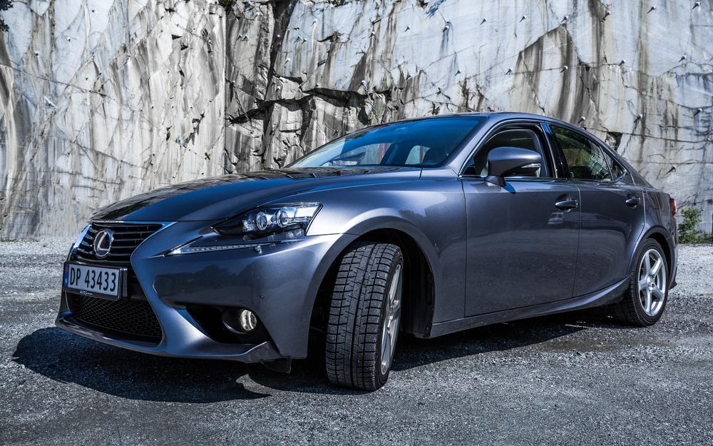Lexus-4.jpg