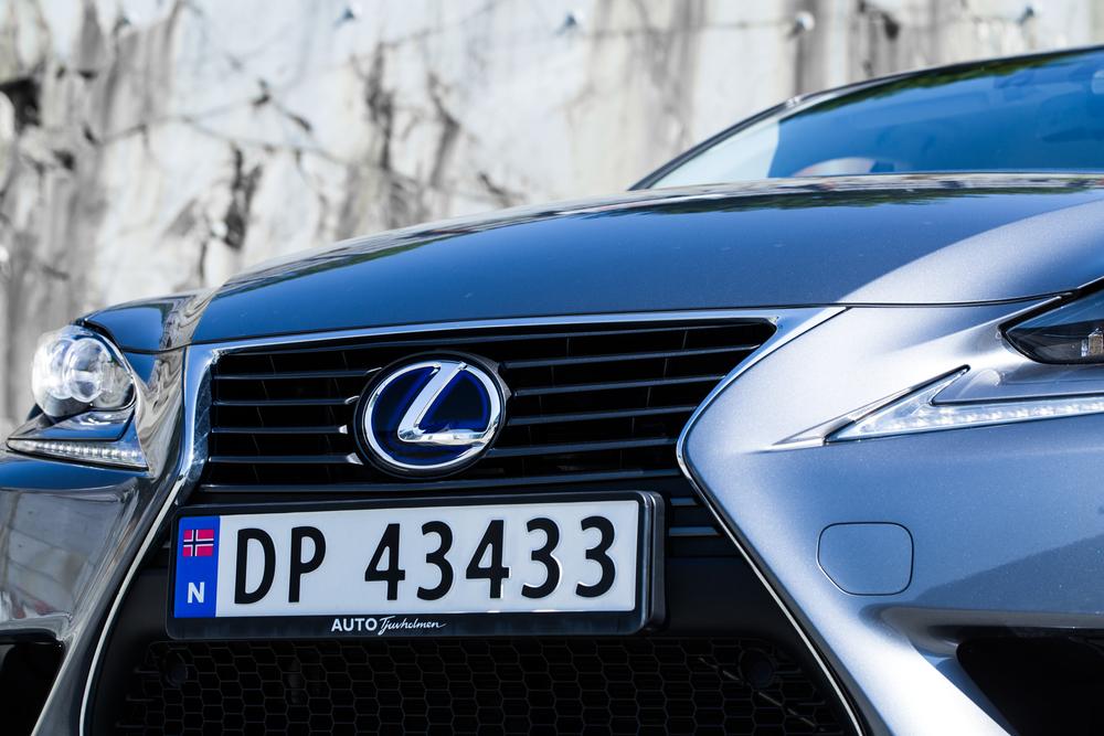 Lexus-6.jpg
