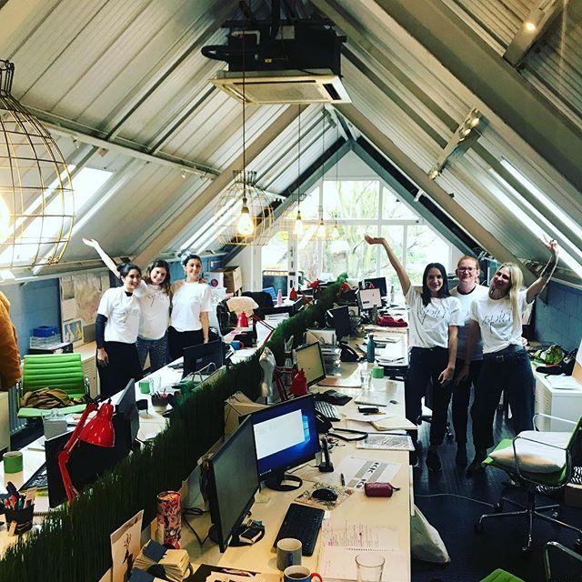 Should we tidy our desks or spin for @smartworkscharity Team Splash & team @claretshowroom are 🚲 1000 miles in a week... Please sponsor us, link in bio 😰🏃🏼♀️🤸🏻♀️🚵🏾♀️🚴🏿♀️ #spinforsmartworks