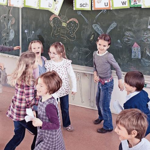 Ab in die Schule - Wenn die Kindergartenlehrerin vorschlägt, ein Kind vorzeitig in die erste Klasse zu schicken, fahren elterliche Gedanken Berg- und Talbahn. Über das