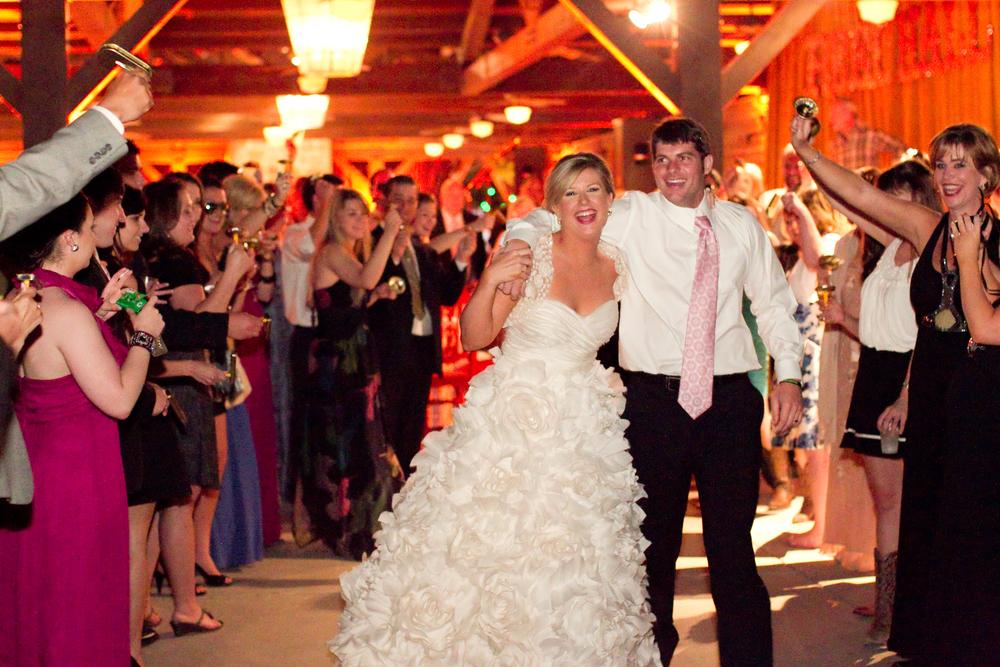 ThisbeGrace.WEDDING.LostPines.0024.jpg