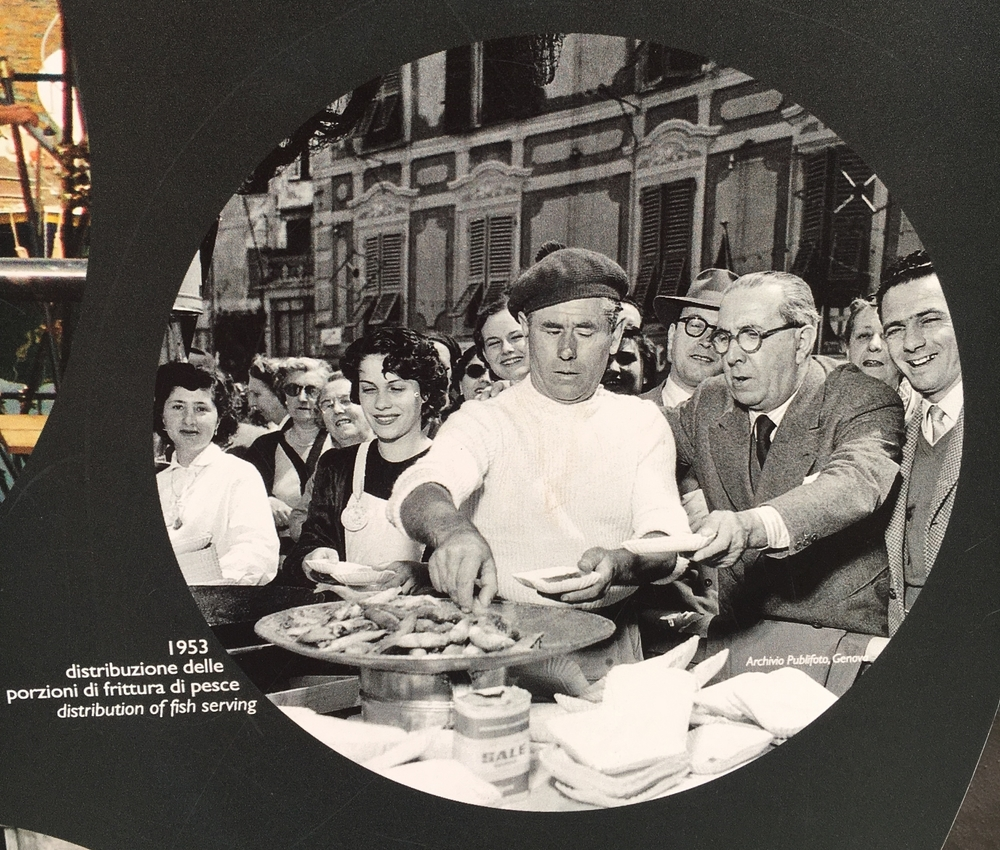 Serving fish at the Sagra del Pesce in 1953, before the introduction of the giant frying pan