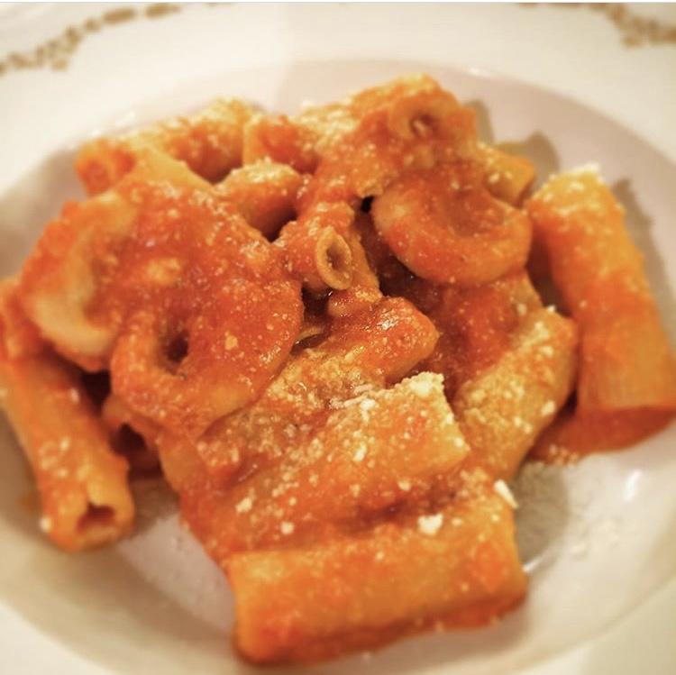 Roman Food. What to eat in Rome. Pasta. Rigatoni con pagata
