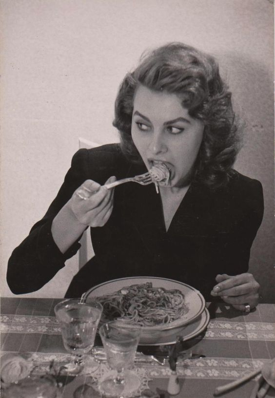 Two of Naples' most iconic cultural exports: Sophia Loren & Toto, con spaghetti