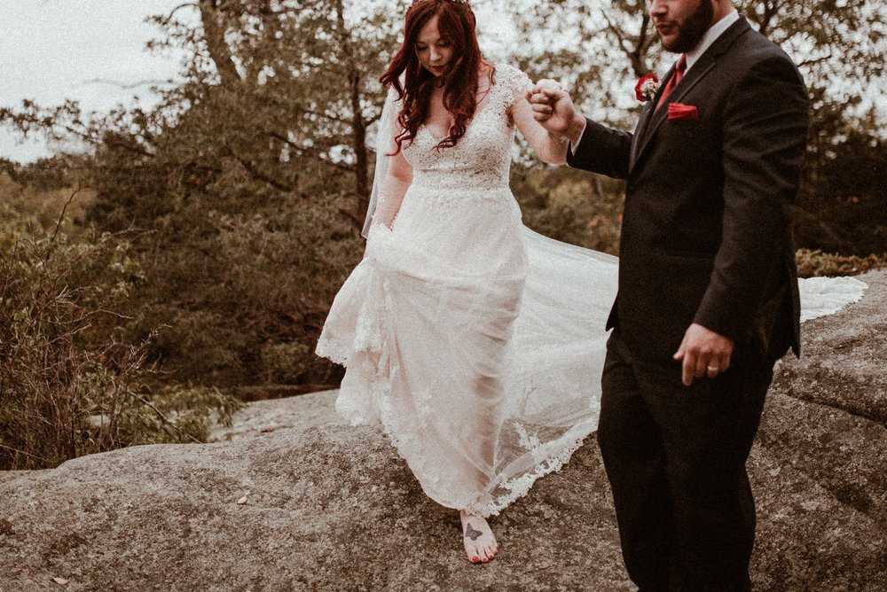 VanessaAlvesPhotography_AtlantaWeddingPhotographers_RockportMAWedding_BostonWeddingPhotographers_CarnivalThemedWedding_95.jpg