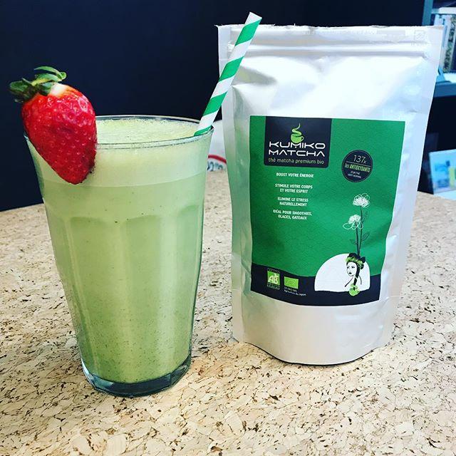 Notre super Matcha Latte... en Frappé !!!! Our partner in crime @kumikomatcha ! ❄️✨🍃 #matcha #matchalatte #coffeeshop #paris #coworking #strawberry #spring #summer