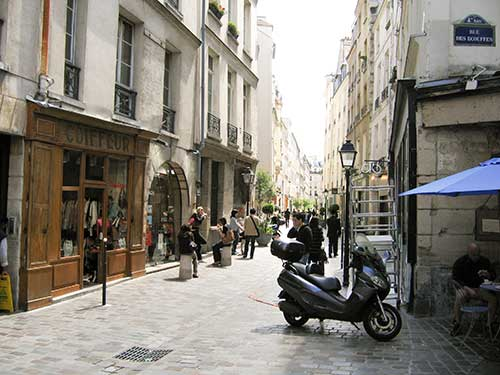 pedestrian shopping street in Paris