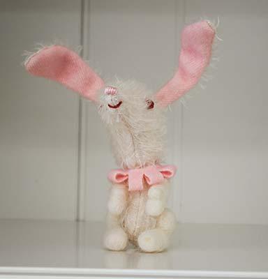 20080924_violetpie_rabbitfrblog.jpg