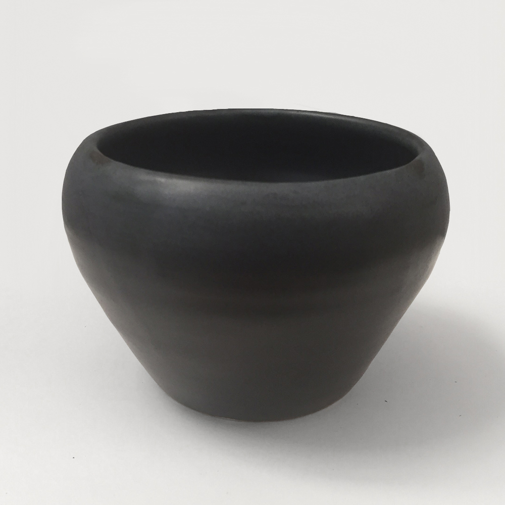 _Black Pot 01_15x15.jpg