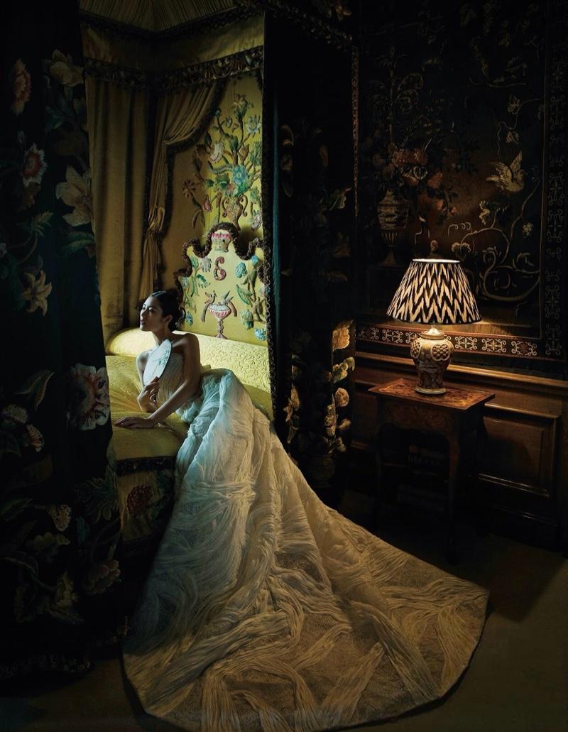Liu-Wen-Harpers-Bazaar-China-December-2015-Editorial07.jpg