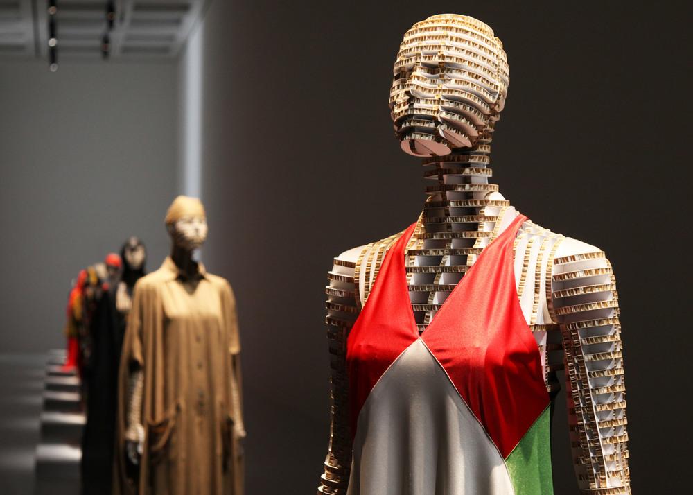 transparent-body-installation-tokujin-yoshioka-issey-miyake-exhibition-tokyp-japan_dezeen_1568_16.jpg