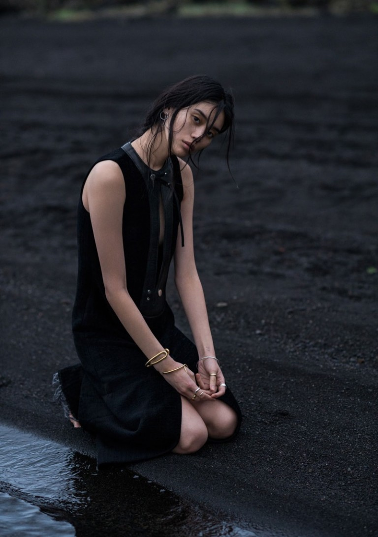 Ming-Xi-Vogue-China-January-2016-Photoshoot07-768x1092.jpg