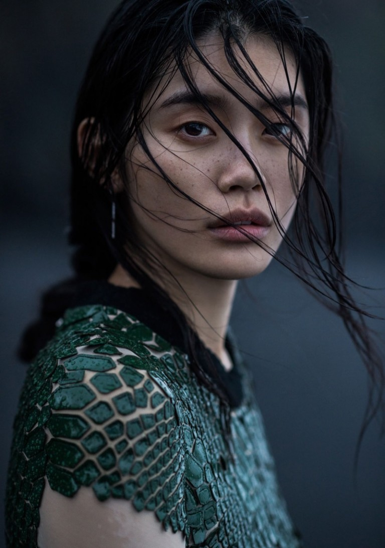 Ming-Xi-Vogue-China-January-2016-Photoshoot12-768x1092.jpg