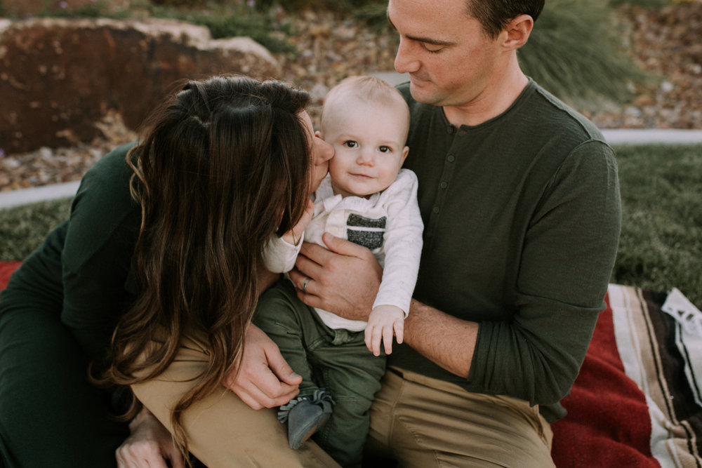 Baldwin Family - Lifestyle Family Session - Lifestyle Family Photography - Lifestyle Family Photographer - Las Vegas Family Photography - Las Vegas Family Photographer - Beautiful - Outfit Inspiration - Family Photography Outfit Inspiration