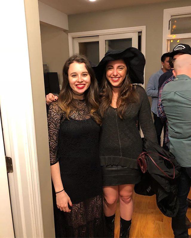 Happy Halloween witches!🕸🎃 . . . #halloween #witch #maleficent #costume #halloweencostume #mclovin