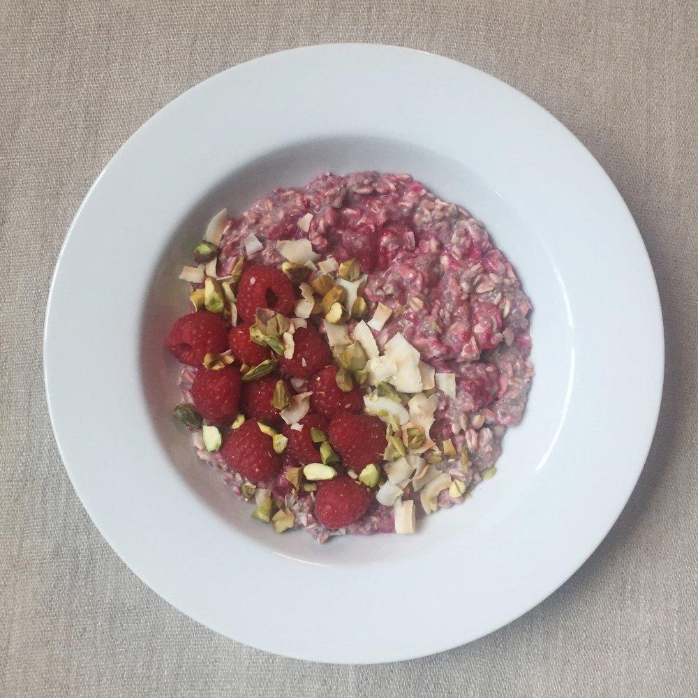 raspberry cardamom overnight oats