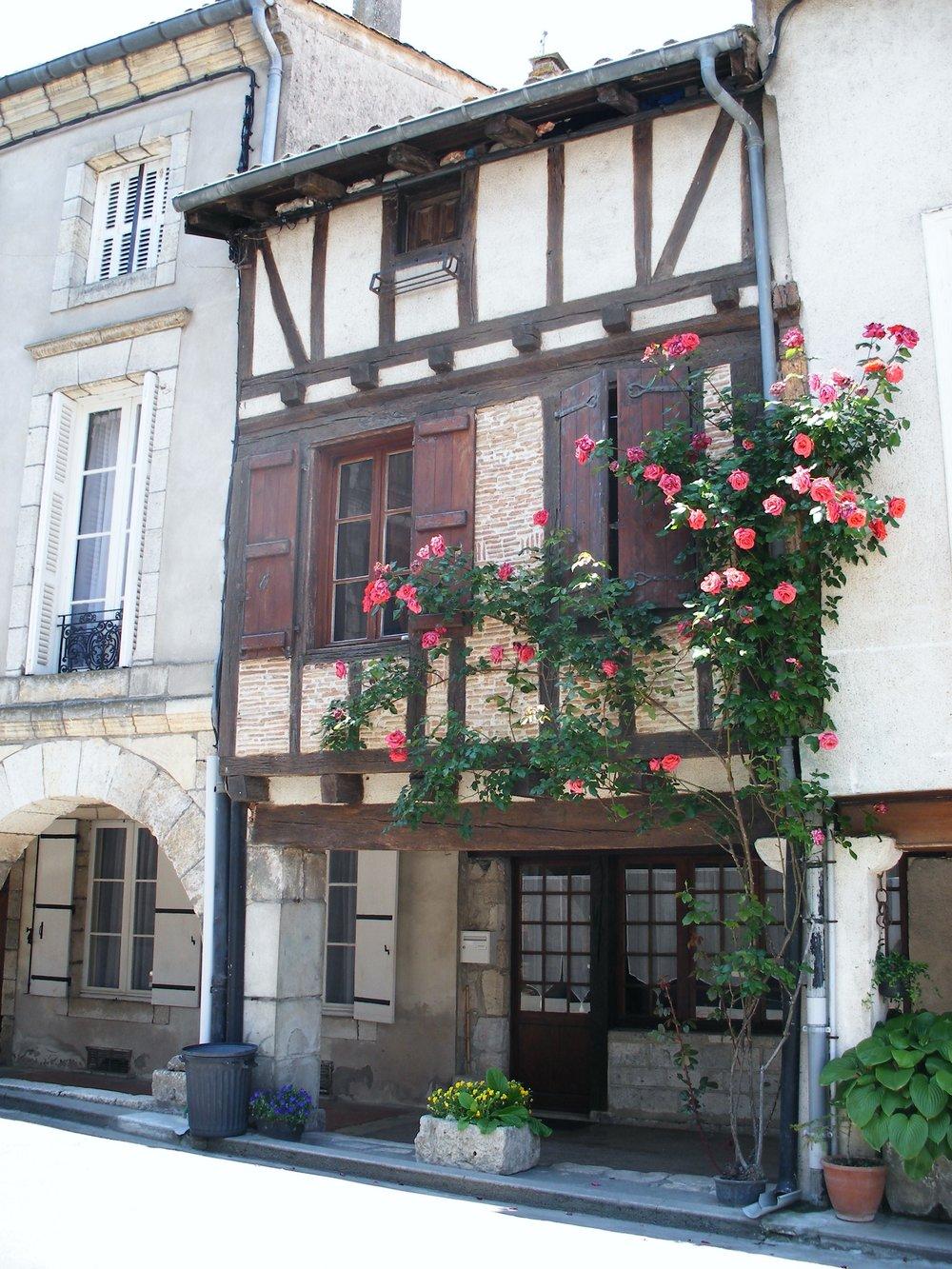 maison-colombage-fleuri-beauville-ot-paps.jpg