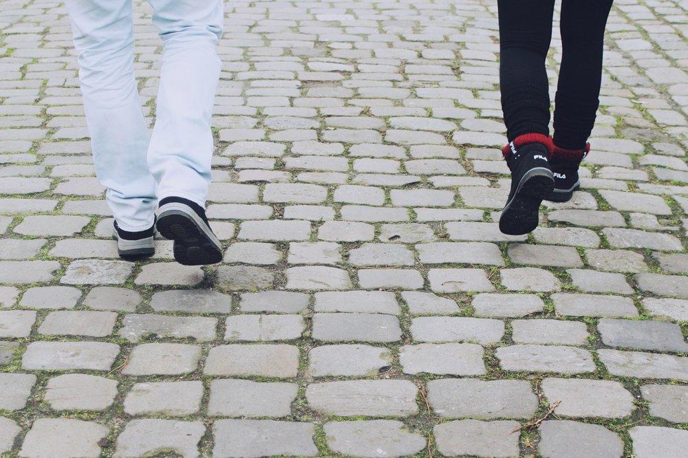 legs_feet_shoes_run_go_walk_road_away-833346.jpg