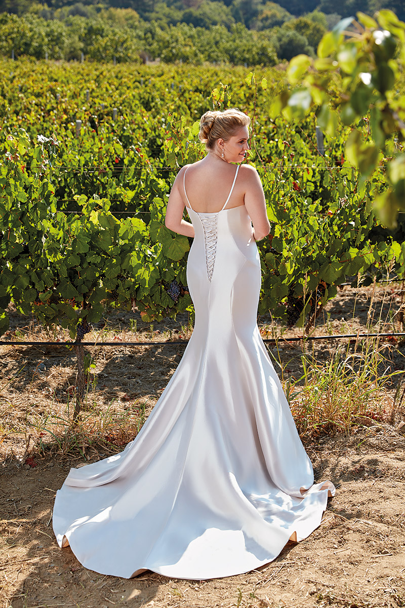 UR104 | Eddy K Bridal | Plus Size Wedding Dress