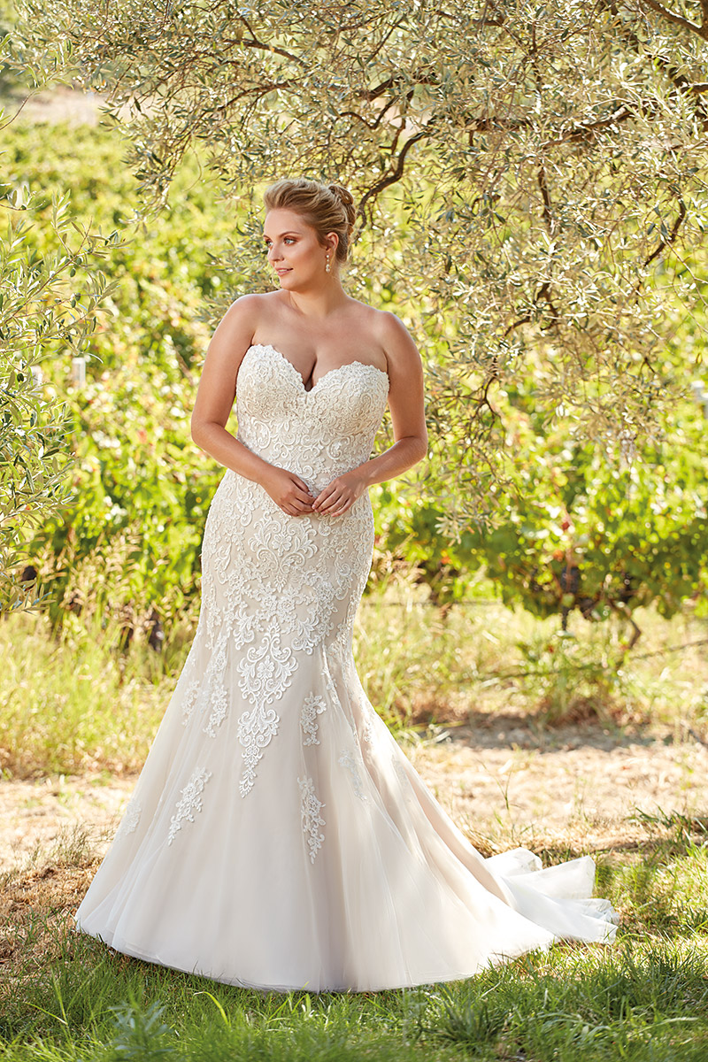 UR109 | Eddy K Bridal | Plus Size Wedding Dress