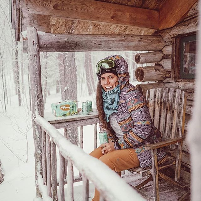 snowstorm hike to vermont's cutest cabin post-snowboarding featuring pizza, beers & an intense game of scrabble.👌🏽 .. sippinn @dogfishhead citrusy-tart SeaQuench Ale.🍻🔥⛺ #offcentered #sponsored .. .. .. #seaquenchale #dogfishhead #cabindiaries #beautifulcabins #cabinfolk #cabinvibes #cabinsdaily #cabinstones #thecabinchronicles #vermont #mountainstories #cabin  #cabinlife #cabinporn #cabininthewoods #forestcabin #freedominwilderness #offthegrid #cabindaily #eastcoastcreatives #wildernesslifestyle #forgeyourownpath #cabinlust #campingofficial  #campingvibes #cabinlove #cabinstory #vibeofvisuals