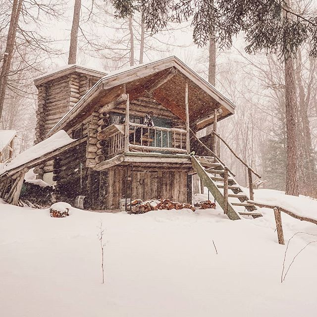 the perfect place to be stuck in a snowstorm❄ .. Jake's birthday weekend was a success...we explored burlington vermont, went snowboarding in fresh poww followed by a surprise snowshoe hike to this gem! .. .. .. .. #snowshoeing #cabindiaries #beautifulcabins #cabinfolk #cabinvibes #cabinsdaily #cabinstones #thecabinchronicles #vermont #mountainstories #cabin  #cabinlife #cabinporn #cabininthewoods #forestcabin #freedominwilderness #offthegrid #cabindaily #eastcoastcreatives #wildernesslifestyle #forgeyourownpath #cabinlust #campingofficial  #campingvibes #cabinlove #cabinstory #vibeofvisuals