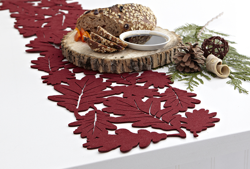 Harman: Oak Leaf Table Runner