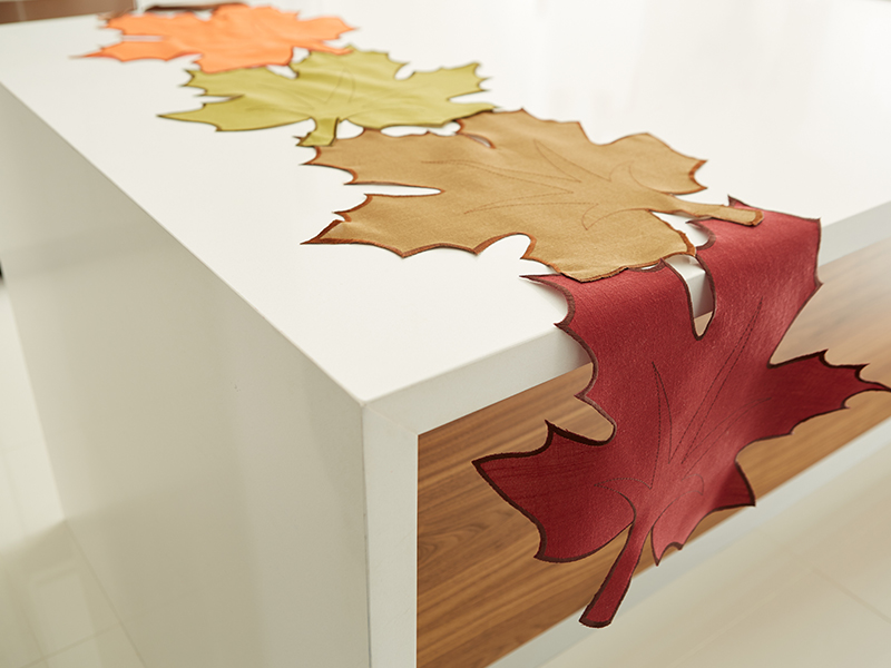 Harman: Harvest Leaf Green Table Runner