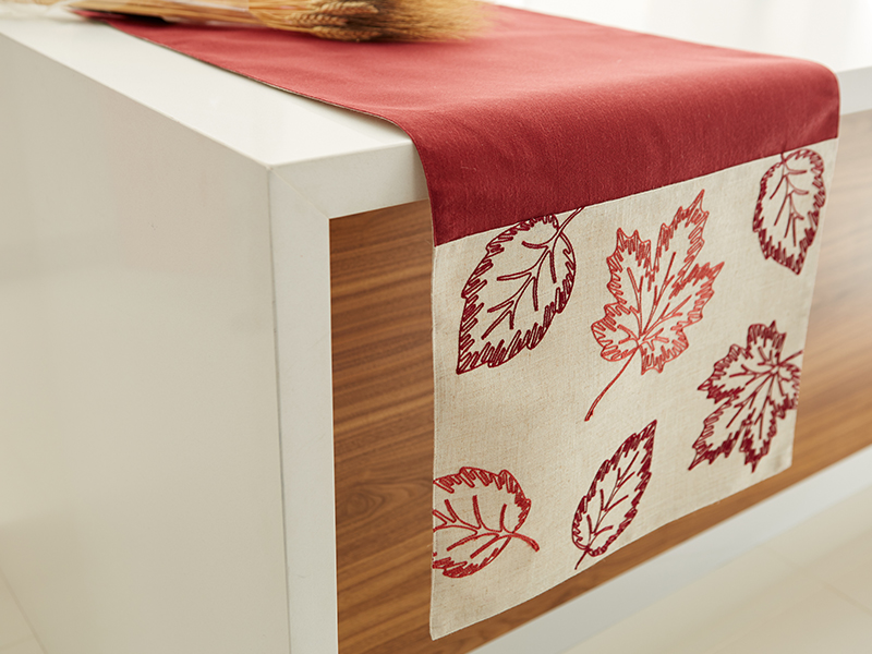 Harman: Harvest Leaf Wine Table Runner