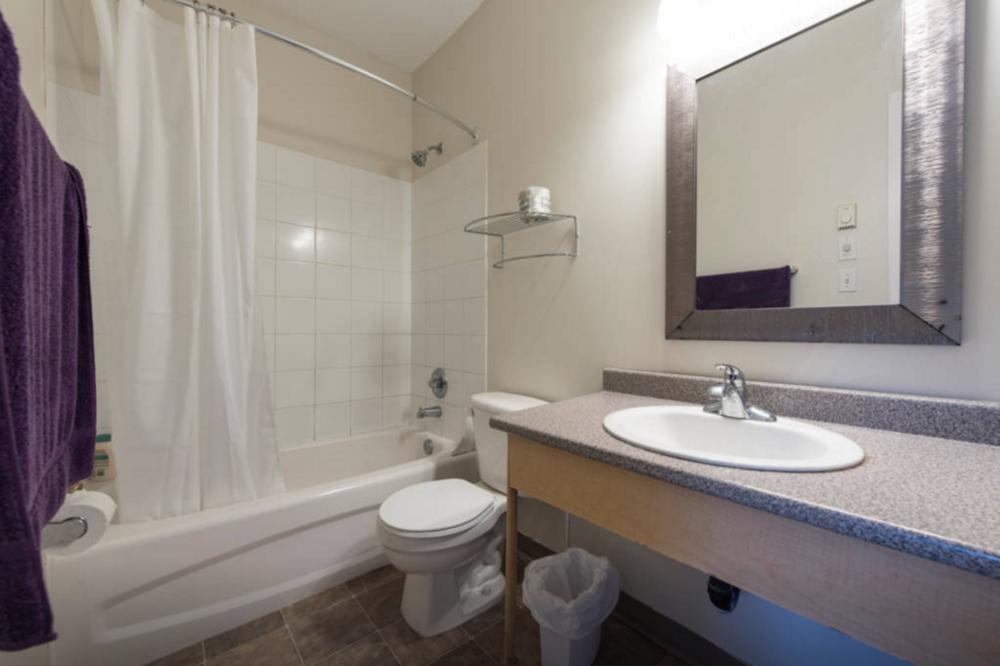 deluxe 2 C bathroom - airbnb.png
