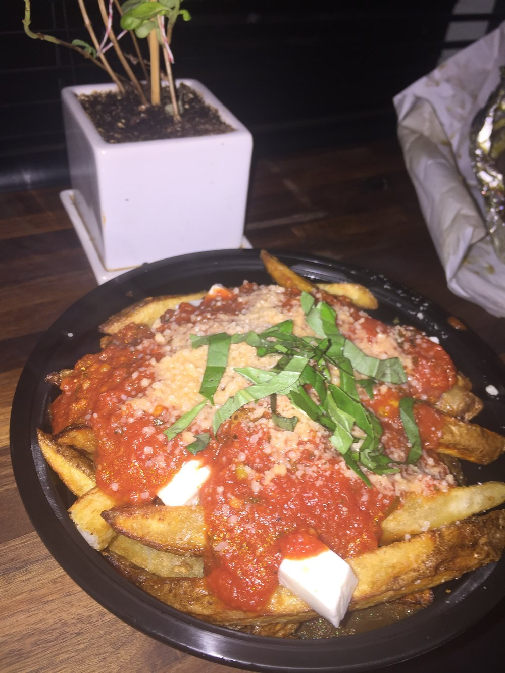 Late Night Menu  -  Italian Poutine Fries (6.5/10)