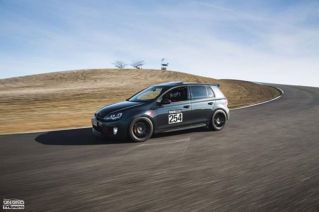 Rollin into Monday in style.  #ongrid #ongridtrack #tyrphoto #trackspec #trackspecauto #trackspecautosports #vw #volkswagen #GTI #mark7 #mk7 #mk7gti #track #trackday #rollin #bayarea #trackcars #timeattack