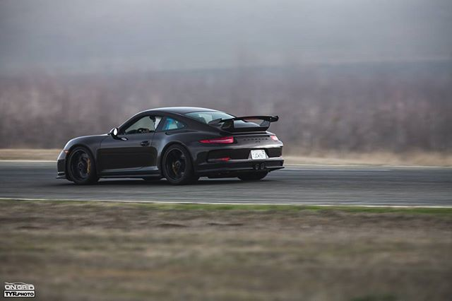 There's something special about having a Porsche at the track.  PC: @tyrphoto  #ongrid #ongridtrack #tyrphoto #trackspecautosports #thunderhill #thunderhillraceway #porsche #911 #gt3 #991gt3 #991 #porschegt3