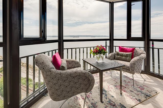 Look at that view! Best before and after pictures are on our Houzz account. Check out the link in our bio! Better yet, follow us for more. 😊 GC | Stan Greenfield, 📸 | @keithhendersonphoto #vancouver #westend #sunroom #interiordesign #pink #design #furniture #construction #revamp #refresh #declutter #views #condo #yvr