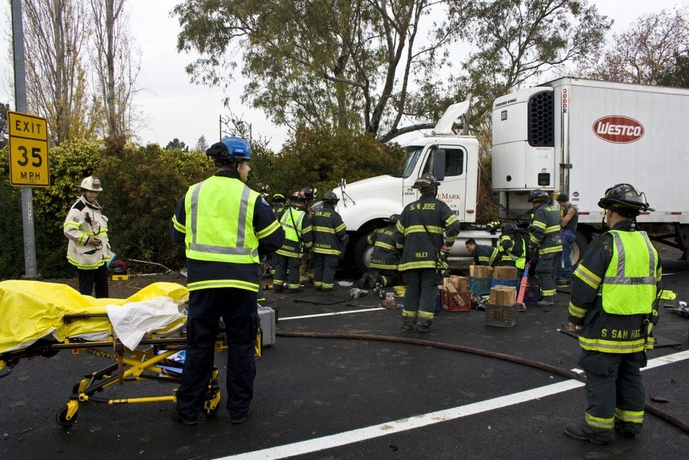 auto crash sta 14, 10, 5 Dec 200933.JPG