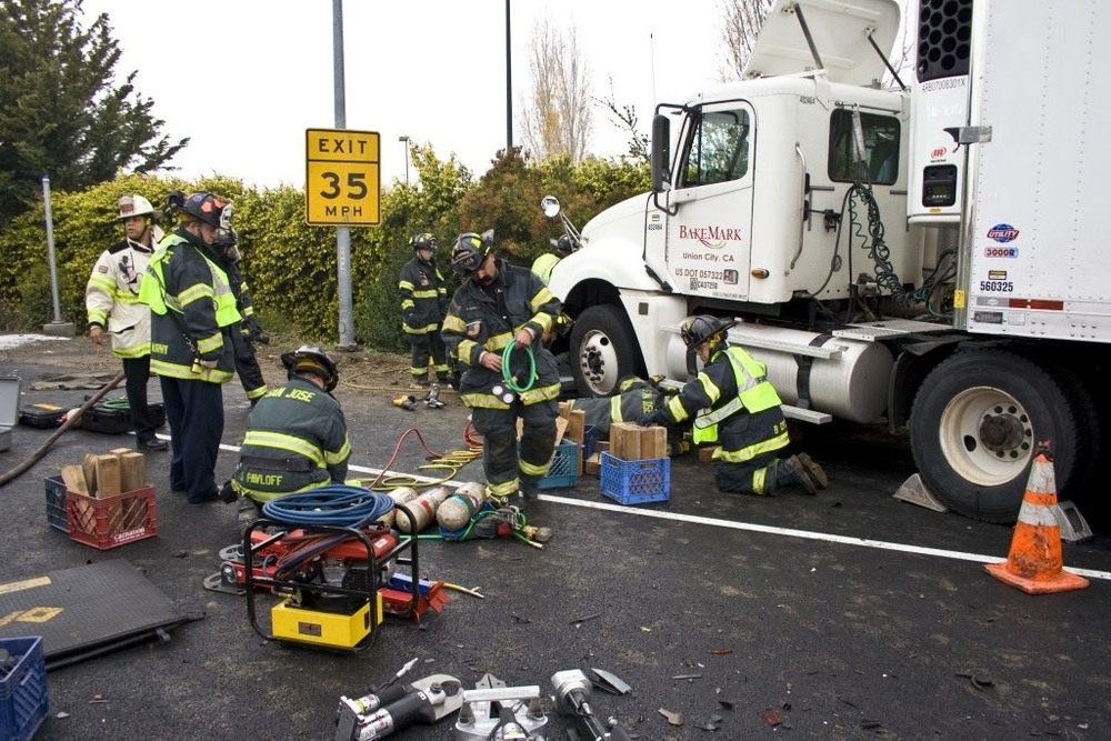 auto crash sta 14, 10, 5 Dec 200941.JPG