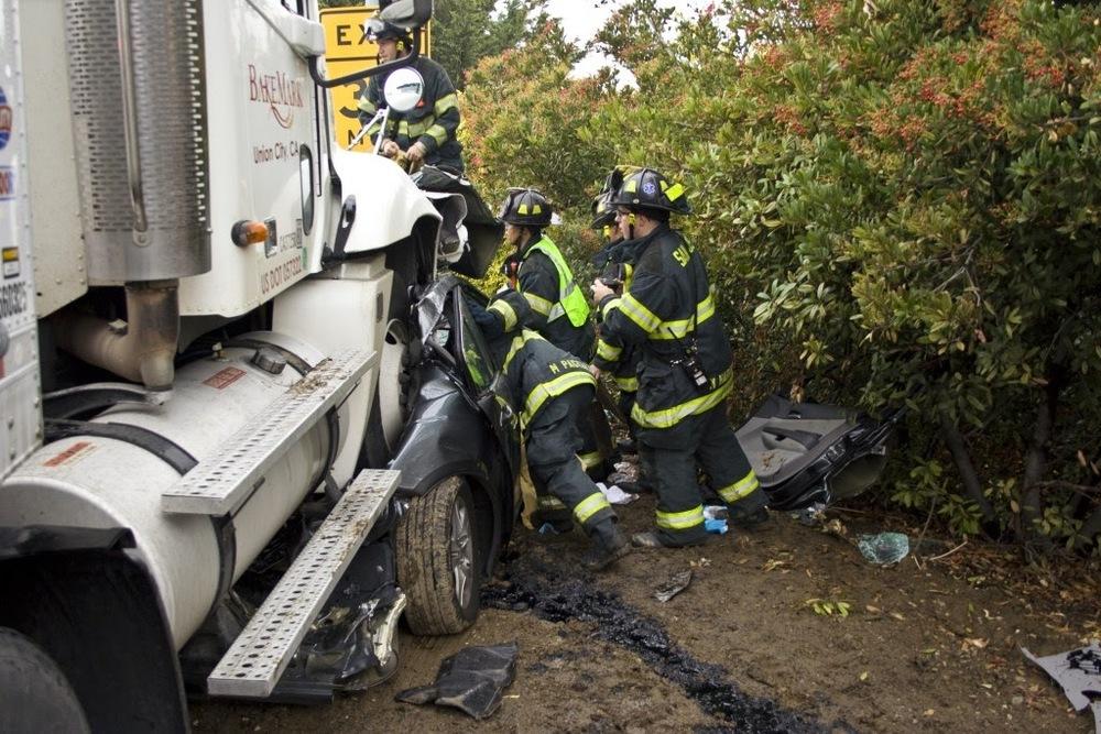 auto crash sta 14, 10, 5 Dec 200944.JPG