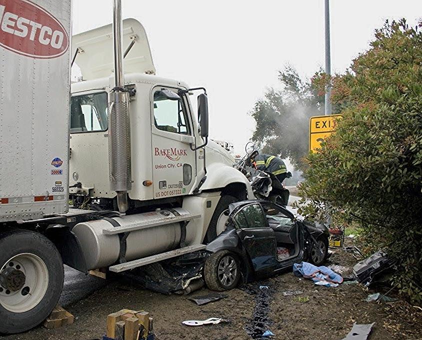 auto crash sta 14, 10, 5 Dec 200949.JPG