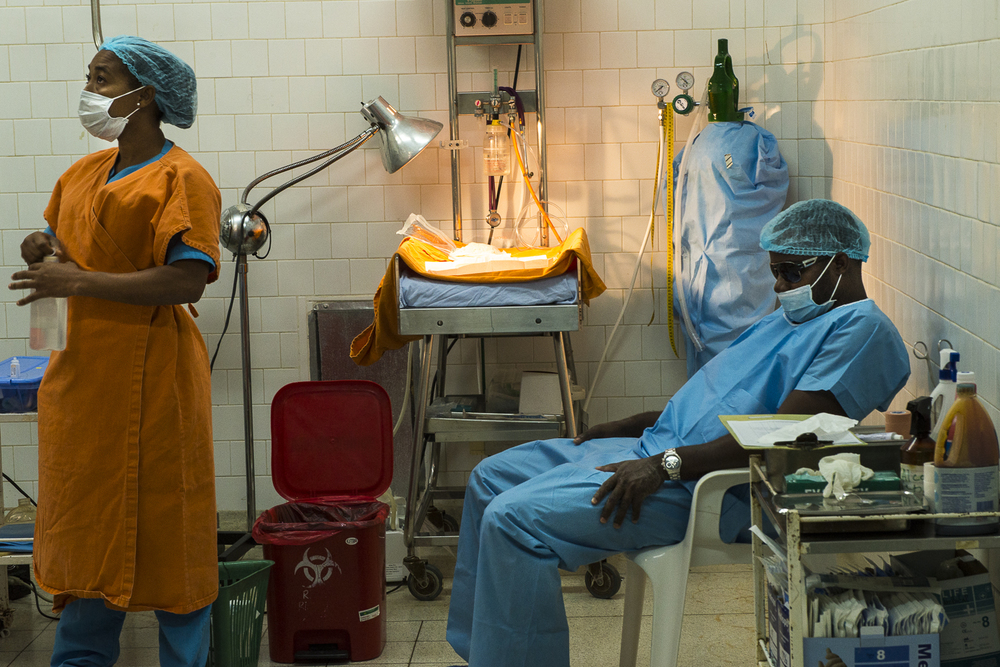 Two members of the surgery team at the time of a caesarean.